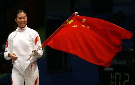 图文:女重团体首夺世锦赛冠军 李娜挥国旗庆祝