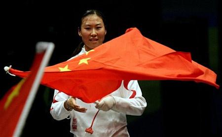 图文:女重团体首夺世锦赛冠军 李娜笑逐颜开