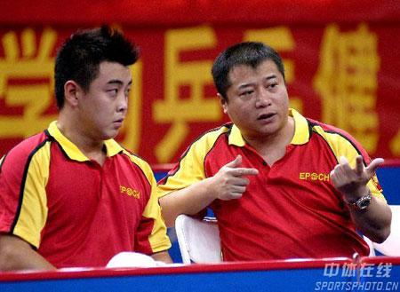 图文:乒乓球锦标赛八一男团夺冠 王涛指导王皓