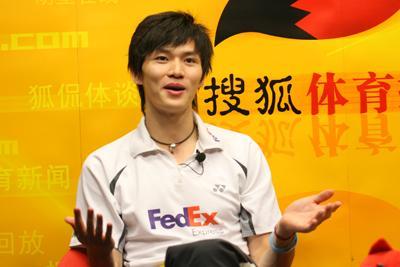 图文:鲍春来做客搜狐 向全国网民问好