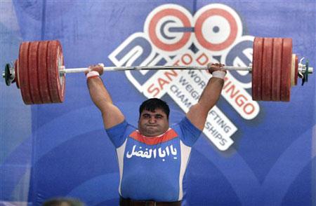 图文:06举重世锦赛 伊朗选手哈桑-雷扎德卫冕