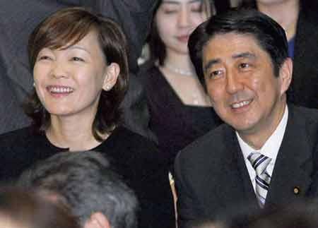 安倍夫人陪同安倍晋三访中韩 首次亮相外交舞台