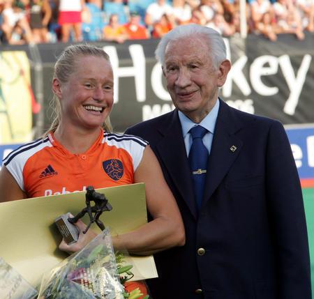 图文:女曲世界杯荷兰夺冠 萨马兰奇博耶伊合影