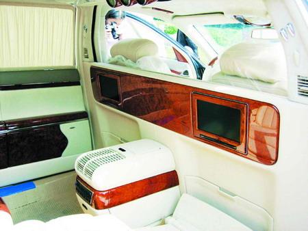 车型评论--世界上最昂贵的轿车迈巴赫62