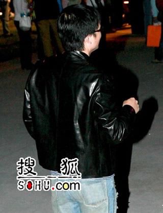 张靓颖22岁庆生 绯闻男友人群中默默祝福(图)