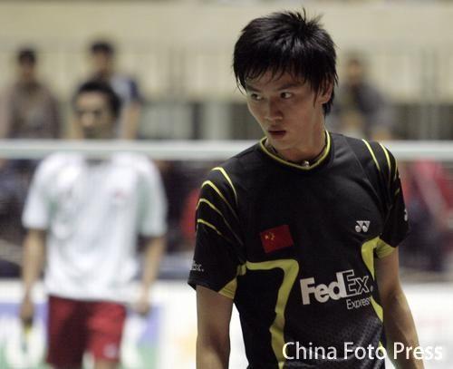 图文:日本羽毛球公开赛次轮 鲍春来不敌陶菲克