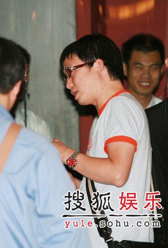 张靓颖专辑首发 男友捧场歌迷媒体爆棚(组图)