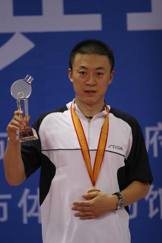 图文:全国乒乓球锦标赛 马琳挽救七赛点称王
