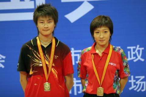 图文:全国乒乓球锦标赛 刘诗雯/丁宁女双封后
