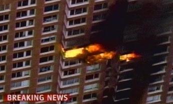 一直升机坠落在纽约建筑物上 尚无人员伤亡报道