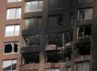 目击者称地面发生燃烧 可能是飞机残骸掉落引起