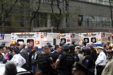 纽约飞机撞楼已致至少4人死亡 伤亡或进一步增加