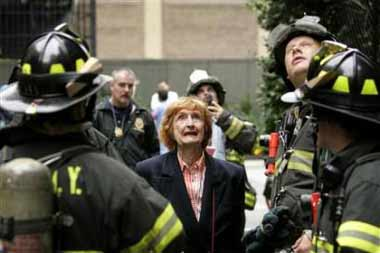一小飞机撞进纽约曼哈顿一座大楼 造成2人死亡