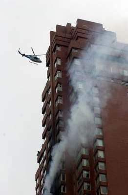 美国一架小飞机撞上纽约高楼 至少4人死亡(图)