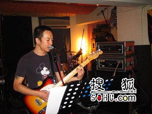 香港红馆再开个唱 黄贯中摇滚音乐会四年轮回