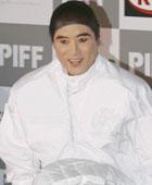 安德烈金羽绒服造型