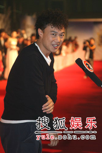 快讯:陈奕迅新发型搞怪登场(组图)