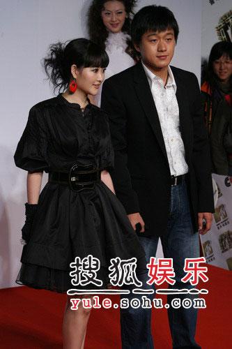 快讯:佟大为金海心红地毯上结伴而行(图)