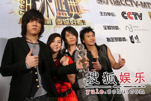 快讯:台湾地区年度最佳组合得主-南拳妈妈