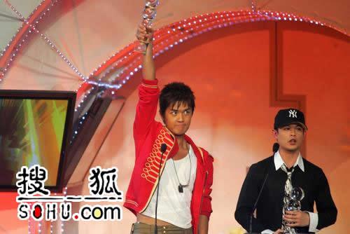 搜狐快讯:台湾地区最具潜力歌手-吴克群