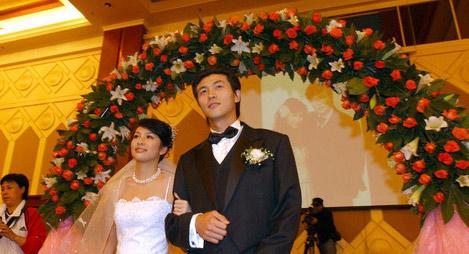 (组图)张玉宁回乡摆婚宴