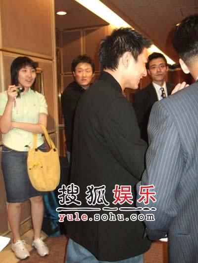 演员之夜——刘德华的背影图片