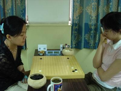 组图:百灵杯本赛首轮 张璇期望女子棋战大满贯