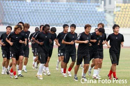图文:南昌八一在武汉积极备战 队员集体慢跑