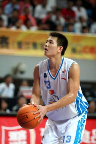 CBA图:福建主场战胜云南 龚松林准备罚球