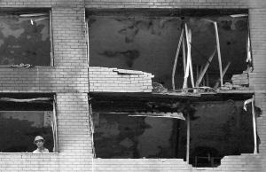 小飞机撞纽约居民楼续 保姆拉着雇主逃过死劫