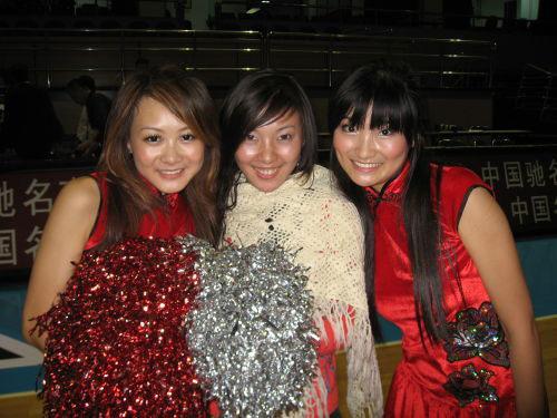 CBA图:北京赢得首胜 啦啦队美女庆祝