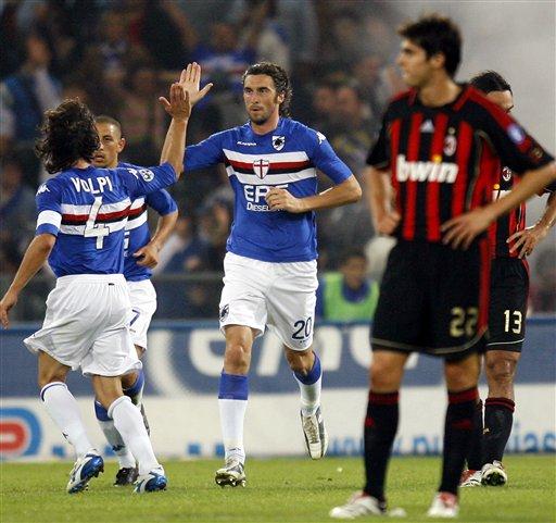 图文:桑普多利亚1-1米兰 博纳佐利庆祝进球