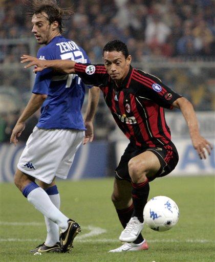 图文:意甲桑普多利亚1-1米兰 奥利维拉带球