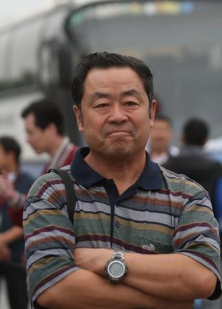 王德显现身北京马拉松赛 保持缄默怒斥记者造假