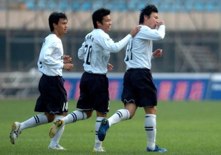 图文:沈阳金德1-3负上海联城 联城队庆祝进球