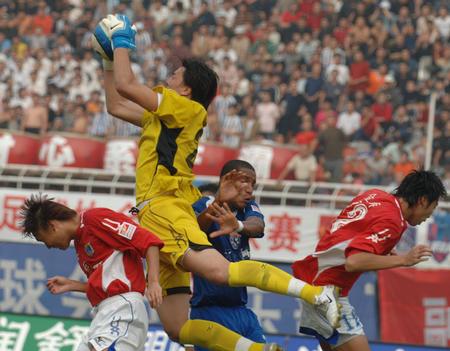 图文:西安国际0-2负厦门蓝狮 安琦展现实力
