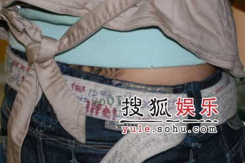 独家:超女谭维维做客搜狐 腰部露出神秘纹身
