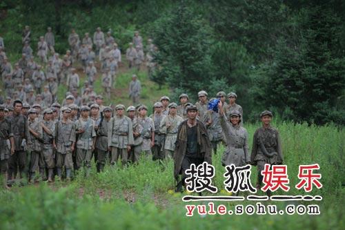 电影《我的长征》精美剧照-打动彝族的山歌