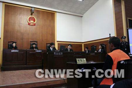 组图:邱兴华杀人案今日公开审理