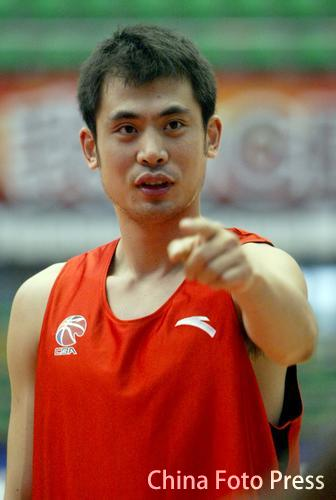 辽宁男篮备战与陕西比赛 边强在训练中