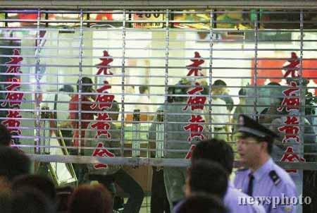 上海南京路金店遭抢劫 约1公斤黄金被劫走(图)