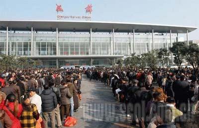 成都火车站9年票贩自爆内幕:春运期间赚十万元