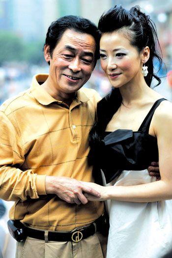 陈紫函是个孝顺女 花五十万为父母亲买房(图)