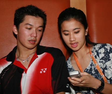 图文:中国羽毛球公开赛第四天 陶菲克与爱妻