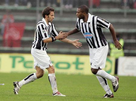 图文:尤文图斯1-0特列斯蒂那 皮耶罗被换下