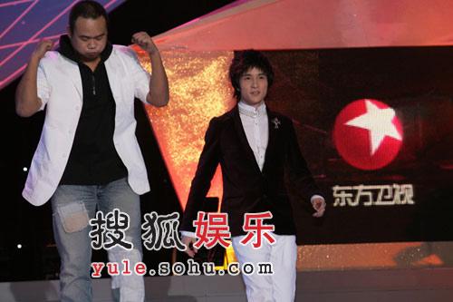 独家快讯:东方卫视三周年台庆以劲歌热舞开始