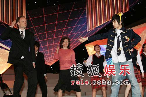 独家快讯:师洋演唱滑稽有趣的《挫冰进行曲》