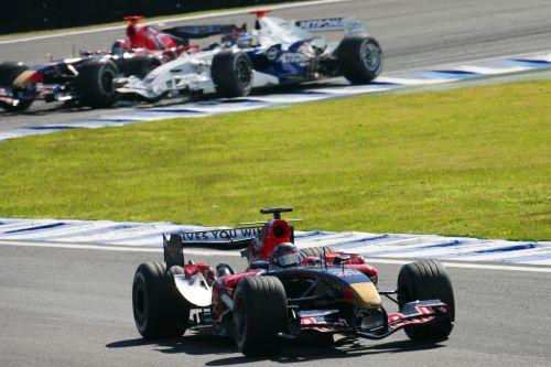 图文:马萨夺取F1巴西站冠军 小车队间的较量