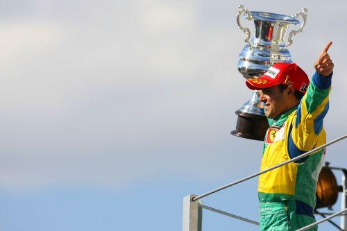 图文:马萨夺取F1巴西站冠军 笑傲江湖