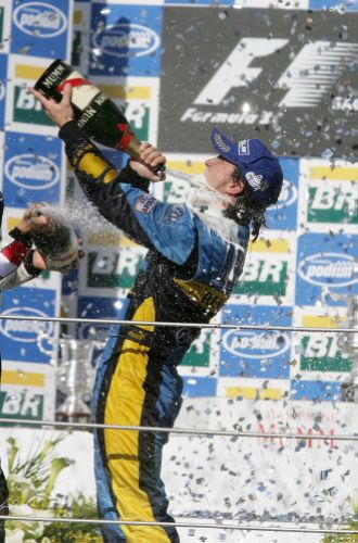 图文:马萨夺取F1巴西站冠军 兴奋异常